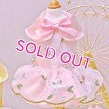 【在庫限り】犬 服【ピンク】【M】サテンと刺しゅうレースのワンピース ドレス